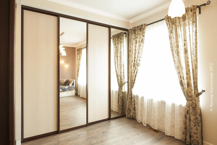 Зеркальные и панельные двери-купе Командор