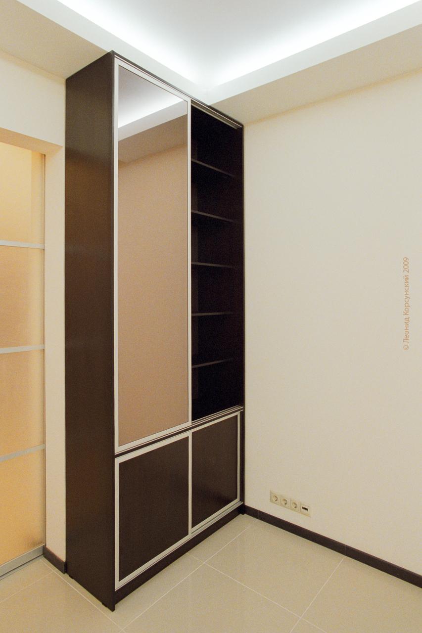 Книжный шкаф
